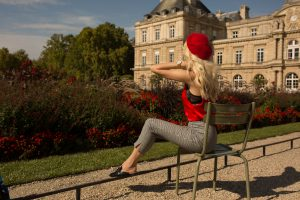 Sarah Loven sitting at Luxembourg Jardin.